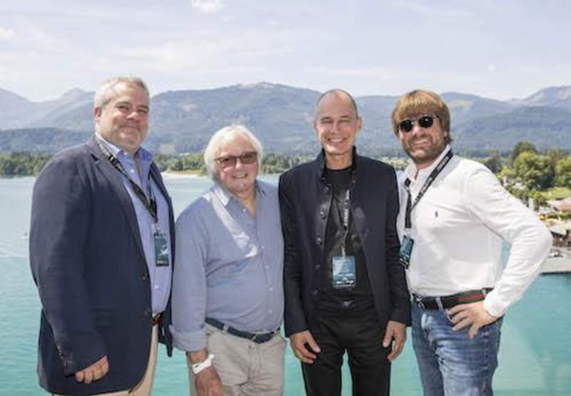 "Mike Dorey, Michael Kendrik, Bertrand Piccard und Andreas Gall beim ""Living Legends of Aviation""-Event (v.ln.r) / Quelle: © scalaria"